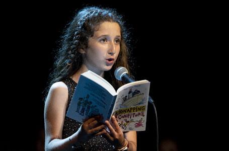 Photo de Dehlia lisant lors de la finale 2019