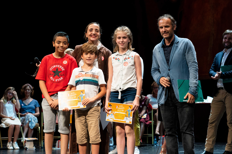 Photo de Wassim, Lucus, Pauline, Timothée Fombelle et Dominique Blanc sur scène 2019l