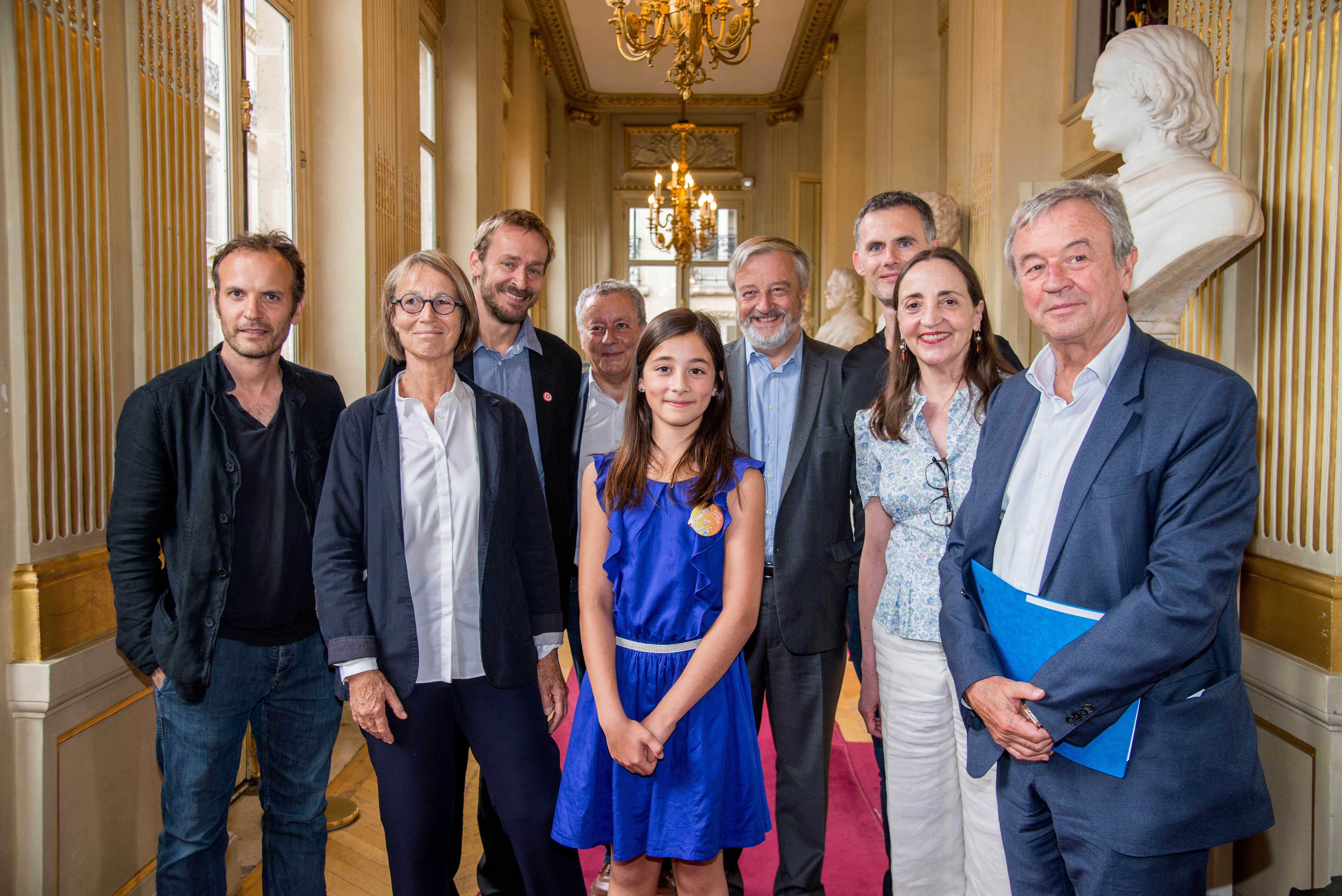 Photo de la gagnante 2017 et les membres du jury
